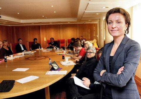 INFORMASJONSTURNÉ: Sekretariatsleder Ellen Grepperud i Plansamarbeidet informerer kommunene i Akershus om planarbeidet, og besøkte denne uka formannskapet i Lørenskog. Foto: Torstein Davidsen