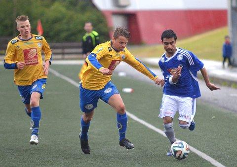 Hamed Tajik (t.h.) har vært en av MILs beste spillere de siste årene. Her i kamp med Henrik Krokstrand Henriksen på SIL. Foto: Morten Klaussen
