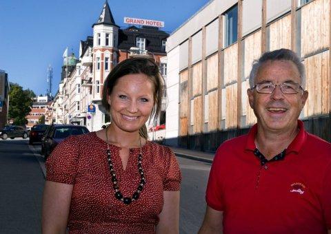 DE SPØR: Prosjektleder Tina Leqvamb Steensen og regionsjef Tore-Jan Killi i regionrådet for Gjøvikregionen vil vite hva du mener om Gjøvik som regionsenter. Alle kan svare på undersøkelsen. Svarene skal presenteres 12. oktober.