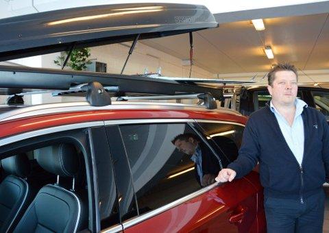 75 KILO: - De fleste skibokser har en maksimal lastevekt på 75 kilo, forteller selger ved Røros Auto, Geir Skancke.