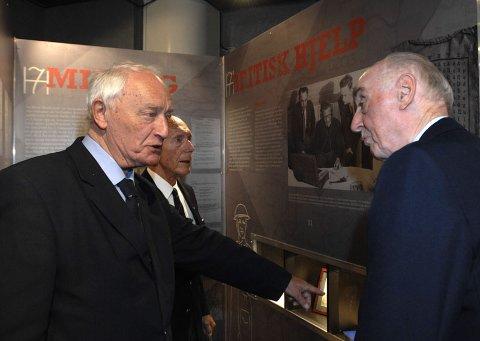 Jacob Strandheim  (t.h). brakte meg til Norge i januar 1945 og tok med seg August Rathke  (t.v.) tilbake til Shetland for opplæring i Kompani Linge, forteller Eilert Eilertsen ( midten).
