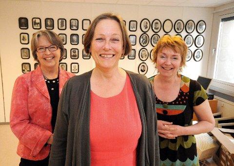 HISTORISKE: Ann Mikalsen (foran) blir Øst-Finnmark tingretts tredje kvinnelige sorenskriver på rad. Hennes forgjengere, Ingrid Røstad Fløtten (til venstre) og Ingrid Johanne Lillevik har ingenting imot å bli historiske.