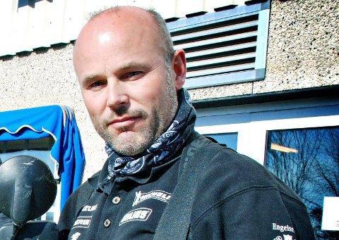 SYNS FOLK ER FLINKE: Øystein Riseberg hos Riseberg MC synes motorsyklister generelt er flinke til å sikre seg før de skal ut på veien.  ARKIVFOTO
