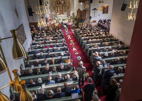 Norderhov kirke var fullsatt, og mange måtte også stå, da løypebas Svein Gulbrandsen ble bisatt torsdag.