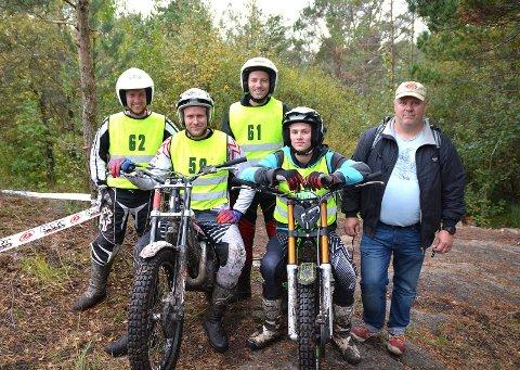 TOK NM-BRONSE: Kvartetten Ivar Norum, Martin Hemmer, Stig Martiniussen og Sigbjørn Kjos sørget for bronsemedalje til Hobøl i herreklassen. Til høyre står lagleder Tommy Martiniussen.