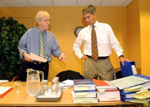 PÅ SAMME SIDE:I egenskap av bistandsadvokat møter høyesterettsadvokat Tor Erling Staff ved samme bord som aktor Atle Roll-Matthiesen (th) i hundesaken.