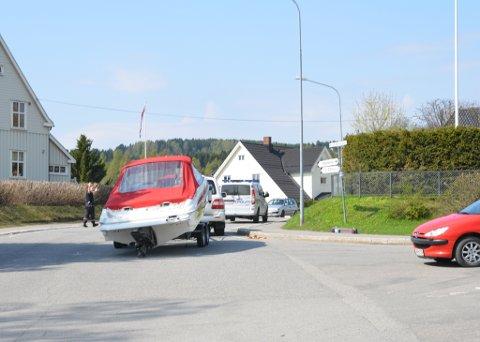 Politiet kom til stedet for å dirigere trafikken. Foto: Anne Marit Sletten