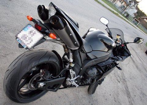 DESIGN:Linjene, kurvene og stuket er nydelig på denne sykkelen, til og med eksosanlegget ser bra ut, men blinklysene bør byttes.