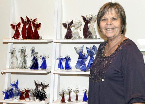 Mange modeller: På Istre i Tjølling kommer englene i alle farger og fasonger. Mottoet mitt er «Enger for alle go engler for alt» smiler Inger Anne Holm Klepaker.