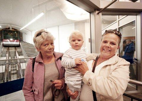 Margrethe Lersand med sønnen Mathias og Liv Berntsen.