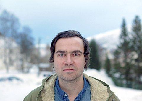 BOKAKTUELL: Sigbjørn Skåden lanserte romanen Våke over dem som sover i Kautokeino der en del av handlinga finner sted.                     Fotograf: Tanya Busse