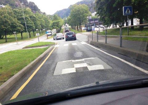 Med tre fartshumpere i Folke Bernadottes vei mot Løvstakktunnelen går det ikke fort - verken for bilister eller bussjåfører.