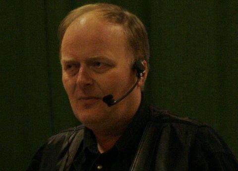 Humørbonde Geir Styve, som har hatt ei rekkje føredrag i Sogn og Fjordane, vil gjerde inn bygdedyret.