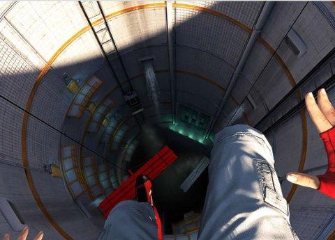 LANGT OPPE, OG LANGT NEDE: Sjølv om mykje av akrobatikken utspelar seg mellom skyskraparane langt der oppe, er det unntak.