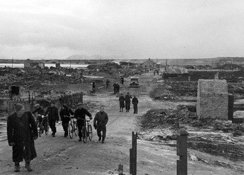 BOMBET OG BRENT: Byene i Finnmark lå i ruiner etter tyskernes tilbaketrekking høsten 1944. Her fra Vadsø. Foto: Hjemmefrontmuseet