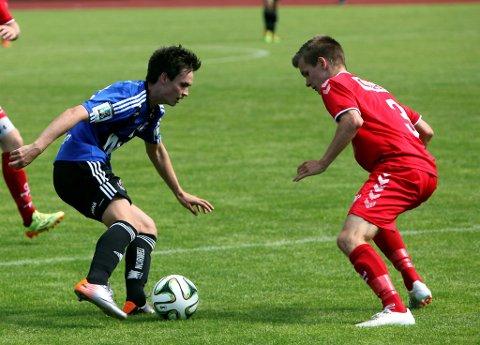 TETT PROGRAM: Juniorane i Florø Fotball Anders Sørensen og Co møter Brann i NM-kvartfinalen på Florø stadion søndag. Men den kampen er berre ein av tre A-lagskampar den dagen.