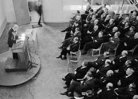 BEGYNNELSEN: Institutt for atomenergi på Kjeller så dagens lys i 1948. Reaktoren ble offisielt åpnet av kong Haakon og kronprins Olav i 1951.FOTO: SCANPIX