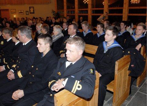 Til og med besetning og mannskap fra KV Barentshav så ut til å like seg i Myre kirke julaften ettermiddag.