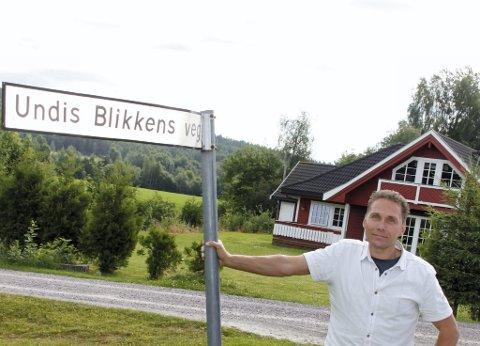 GODE MINNER: Finn Halvor Karlstad foreller om gode minner i Undis Blikkens veg.