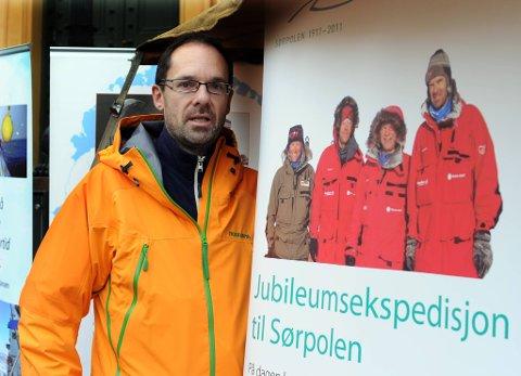 Ekspedisjonen gjøres i forbindelse med Nansen/Amundsen-jubileet og markerer at det er 100 år siden Roald Amundsen nådde verdens sørligste punkt.  Her Jan-Gunnar Winther dagen før avreise.