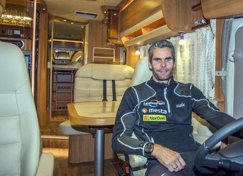 Thomas Alsgaard i førersetet i sin nye Hymer B-SL 878.