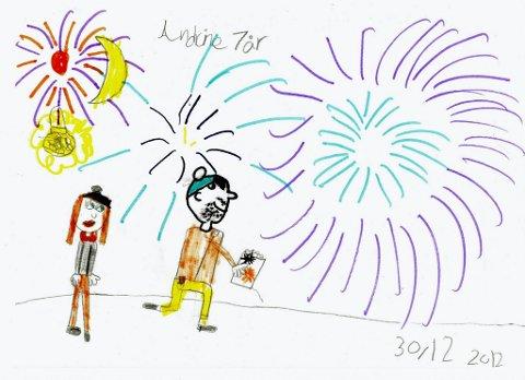 fyrverkeri: Her skyter Andrine og pappaen hennes opp fyrverkeri. Andrine Olstad Wiklund (8 år) fra Kapp har sendt oss denne flotte tegningen. Tusen takk til deg, Andrine!
