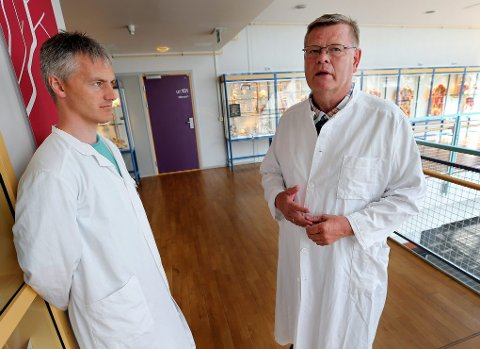 VAKSINEHETS: Overlege Sveinung Sørbye (til venstre) og professor Ørjan Olsvik har opplevd å bli hengt ut og grovt hetset på internett av vaksinemotstandere. ? Dette er ikke faglig imøtegåelse, men søppelkommunikasjon, sier Olsvik til Nordlys.