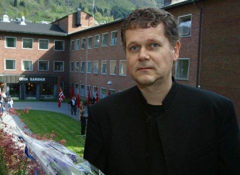 FRYKTER NEDLEGGING. Kommunelege Steinar Jacobsen frykter at dialogmøtet var første steg på vegen mot en snarlig nedlegging av akuttberedskapen ved Odda Sjukehus.
