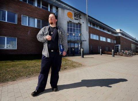- MISTET JOBBEN: Hovedtillitsvalgt Anders Langerød ved REC Wafer Norway på Herøya bekrefter at 12 av 14 nyansatte mistet jobben omtrent før blekket på arbeidsavtalen hadde tørket.