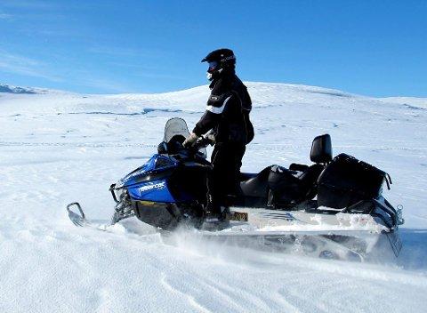 Etter flere vintre på Store Mollesjavri kjenner Idar Sandvik de fleste gode fiskeplassene.