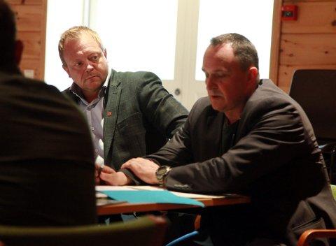 Ordførar Bengt Solheim Olsen og rådmann Terje Heggeheim under formannskapsmøtet tysdag. Alle i formannskapet var einige om at MGP har stor trivselsverdi for kommunen.