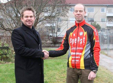 Team Sepuras hovedsponsor VHF Group AS vil nå også bli hovedsponsor for Halden Cykleklub Elite. Konsernsjef Morten Stomperud (t.v.) i VHF Group og leder Tomas Andresen i HCK er fornøyde med avtalen.