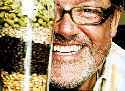 KURS: Øl-ekspert Espen Smith skal lære nesbuene øl-kultur.