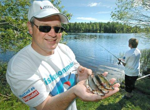 lover fisk: Dag Even Nygårdseter er skråsikker på at barn og unge vil trekke opp fisk etter fisk med veiledning fra drevne fiskere.bilder: jens haugen