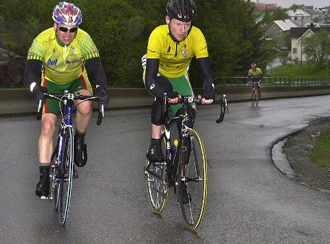 TETT: Hugo Strand, Rana SK (t.v.) og Jan Tore Dahl, Bodø SK fulgte hverandre hele løpet, og bodøværingen var sterkest på slutten.