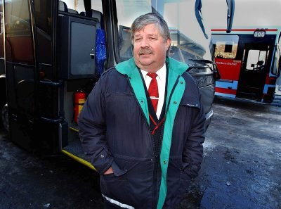 PENSJONISTPARTIET: Bussjåfør Erik Due fra Sarpsborg en av Pensjonistpartiets toppkandidater til årets stortingsvalg.