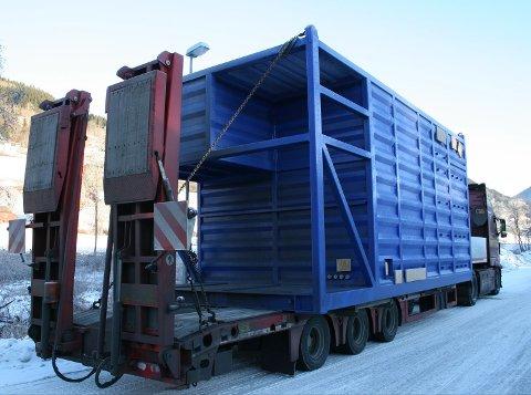 Slik så containeren ut for bilene som kom bak. Til sammen veide denne containeren ni tonn. I tillegg var den både for bred og for høy.