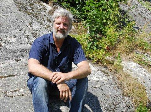 Stolt: det er en stolt Louis Jacoby som denne månenden mottar Wildenveys poesipris for sine egne tekster og for arbeidet med Poesiparken.