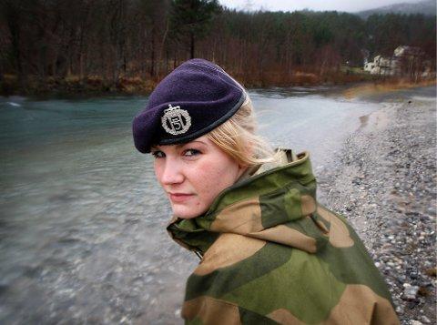 Alice Asplund (23) er i førstegangstjeneste i Luftforsvaret i Bodø, og er hovedtillitsvalgt for soldatene på Reitan. Hun reagerer kraftig på måten hun ble behandlet på under en feltøvelse på Heggmoen i høst.