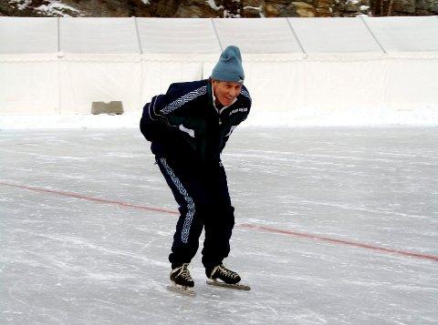 Ingen kan se på Bjørn Olaf Hilstan fra Brevik at han ikke har hatt skøyter på beina siden 1957. Nå ligger han i hardtrening foran Vinter-OL i Brevik der han skal delta i skøyteløpet.