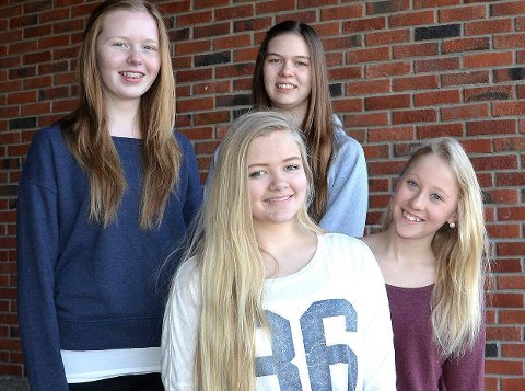 Lag 1 ? 9B Trøgstad: F.v. bak Iris Torsøe (14), Camilla Novak (15), f.v. foran Silje Grefsli (14) og Sofie Karlsrud (14).  Foto: Beate Sloreby