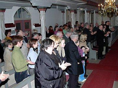 STÅENDE APPLAUS: Publikum satte stor pris på konserten og svarte med stående applaus.