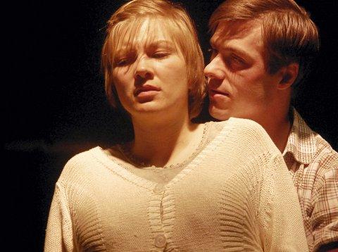 MØTE: Jim, i Daniel Fjellgaards skikkelse, i møtet med Laura (Kari Merete Fevang).