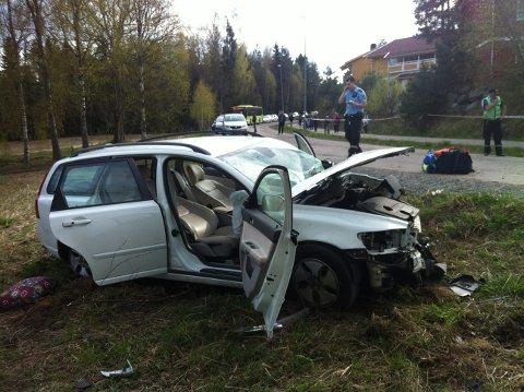 KRAFTIG SMELL: Foreløpig har ikke politiet fått kontakt med noen som har vært vitne til ulykken, men flere skal ha hørt smellet.