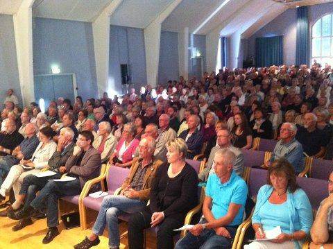 Fullt hus på folkemøte om sykehusaksjonen. MMS-foto: Per Hovland