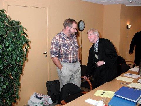 I RETTEN: Roger Åsheim, faren til Johannes, må i september igjen møte i retten sammen med høyesterettsadvokat Tor Erling Staff. Da kommer hundeeierens anke i erstatningssaken opp i lagmannsretten.