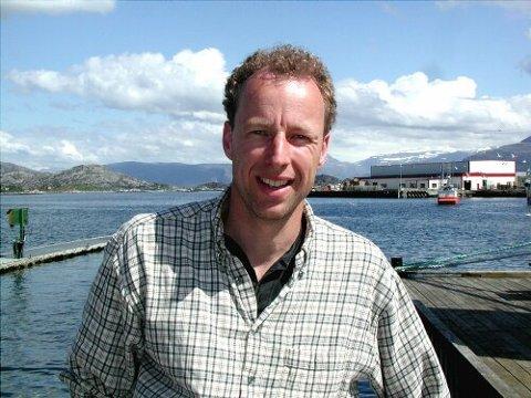 HØGT OG LÅGT: Rogier van Oorschot og selskapet hans, Norway AdvenTURes, skal selje natur og kultur til turistar, næringsliv og fastbuande. Det handlar om å leggje til rette opplevingane, meiner han. Foto: Alf-Haakon Harlem