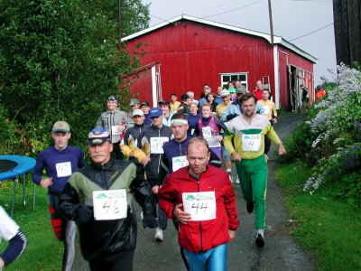 START: 47 stilte til start i aktivklassen. 27 av dem for å bli Vefsnhardhauser. Forrest til høyre Trond Nyland, som dagen før delotk i Birkebeinerløpet på sykkel.