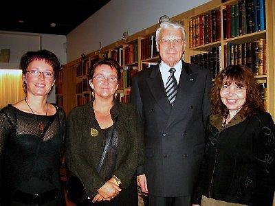PRESIDENT: Marit Skog, Kari Sjursen og Kirsti Ravnå Tverå på mottakelse hos Islands president Òlufr Ragnar Grimsson.  (Bilder: Privat)