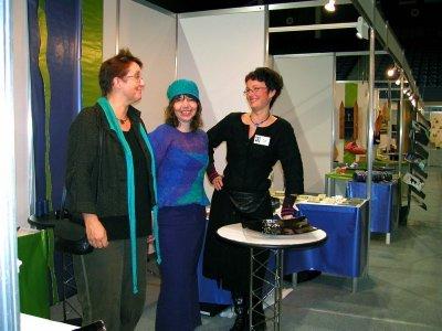 FORNØYDE:  Tre fornøyde utstillere på Island. Fra venstre: Kari Sjursen, Kirsti Ravnå Tverå og Marit Skog.